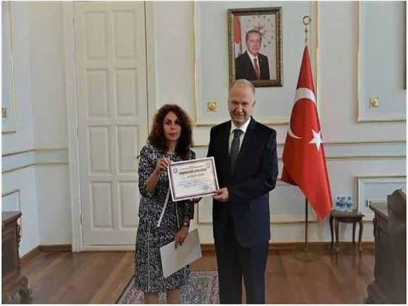Bahar Ayşegül Yılmaz ve Vali Mehmet Ceylan Belge Takdimi