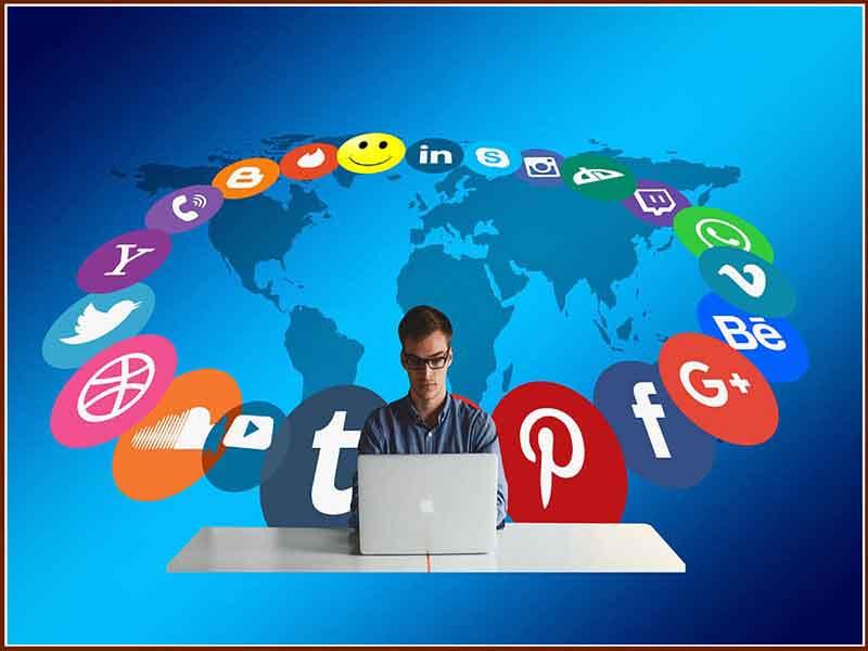 Facebookta Tiwitterda Hiç Durmadan Mesaj Vermekten Keyif Alan İnsanlar - Selahattin Uzun